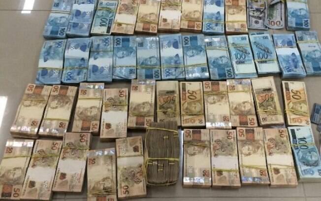 Nona fase da Operação da Lava Jato começou nesta quita-feira (5) e apreendeu grande quantidade de dinheiro, 500 relógios e documentos. Foto: Polícia Federal