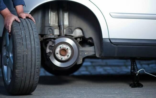 Dependendo o dano que o pneu sofreu, apenas a troca por um novo resolve o problema, de acordo com especialistas