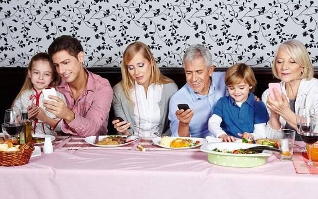 uso de celulares durante as refeições
