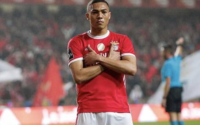 Carlos Vinícius pelo Benfica