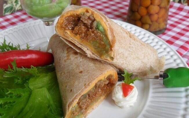 Foto da receita Wrap com chilli, guacamole e cheddar pronta.