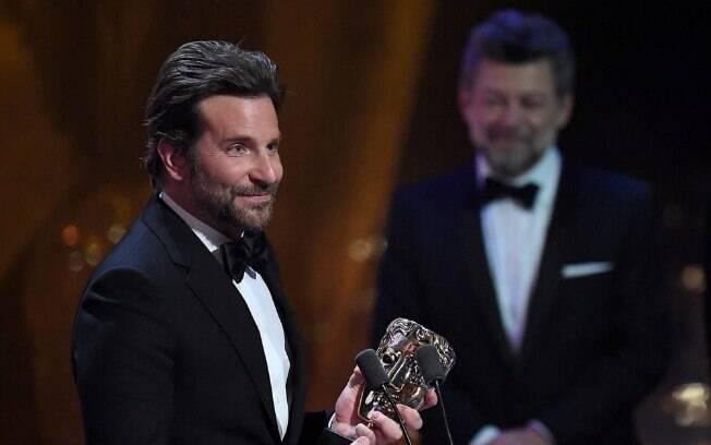 Bradley Cooper levou o prêmio BAFTA de Melhor Canção Original, por