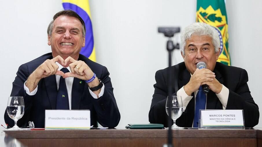 Presidente Jair Bolsonaro e o ministro da Ciência e Tecnologia, Marcos Pontes