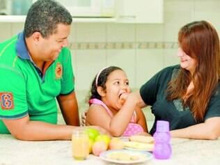Dedicação. Com lanches gostosos preparados pelos pais, a menina Odara sempre volta com a lancheira vazia para casa.