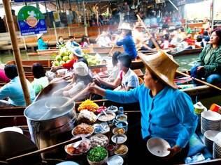 Tailândia. Mercado flutuante em Bangcoc