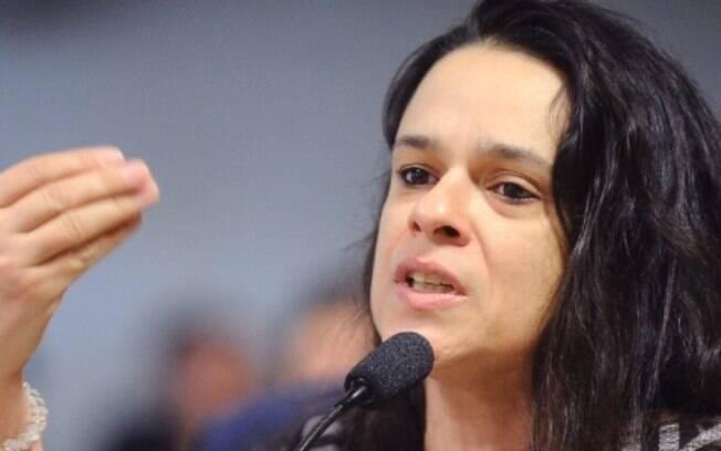 Janaina Paschoal afirmou que olavistas estão errados sobre o general Hamilton Mourão, o vice-presidente do Brasil