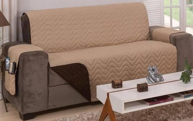 A capa para sofá integra a lista de decoração barata e, além disso, ajuda a conservar o móvel por ainda mais tempo