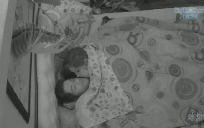 Andressa e Nasser namoraram antes de dormir