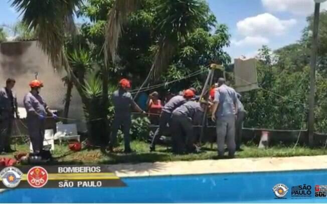 Equipes do Corpo de Bombeiros de São José dos Campos e Jacareí