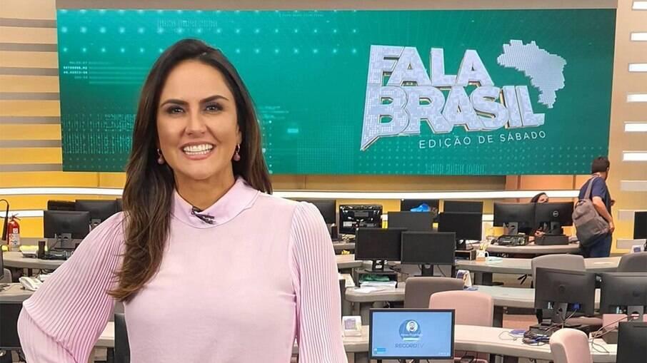 Carla Cecato é demitida da Record por email