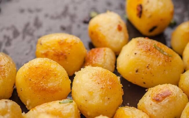 A batata bolinha pode ser cortada ou amassada