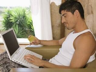 É claro que você pode ficar à vontade na internet, mas precisa exagerar?
