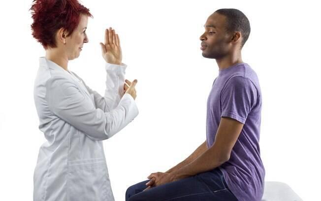 Adotar uma postura adequada é o primeiro passo para reduzir os danos à coluna causados por longas horas dirigindo