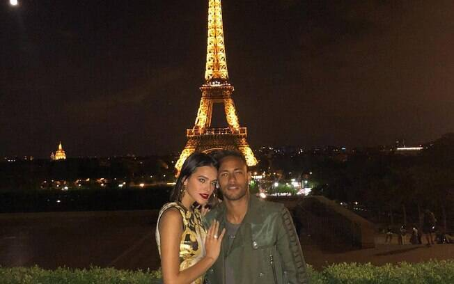 Bruna Marquezine e Neymar curtem romance na França
