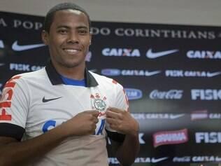 Volante volta ao clube onde se destacou e chegou à seleção brasileira