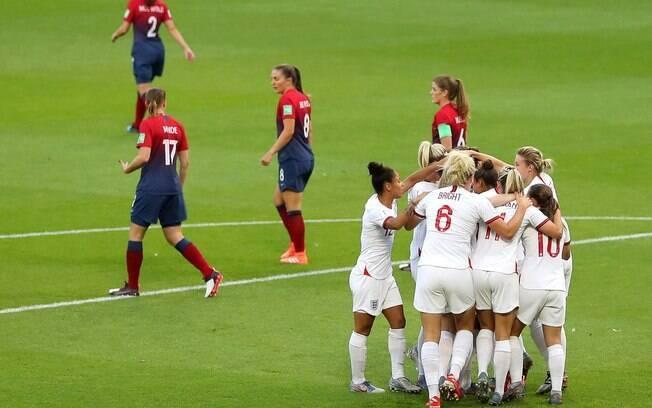 Inglaterra x Noruega se enfrentaram na primeira partida das quartas de final do Mundial feminino