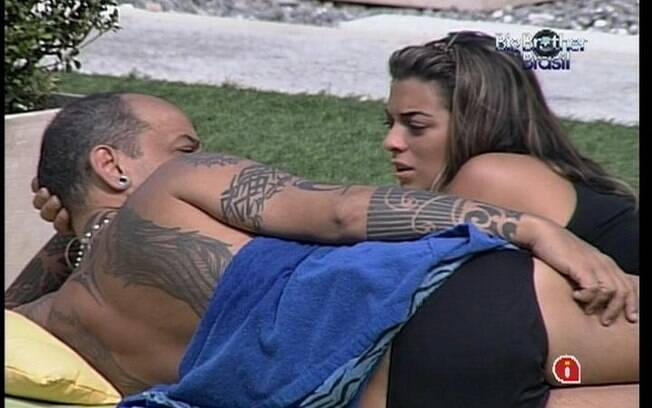 João e Monique criticam distanciamento de Renata