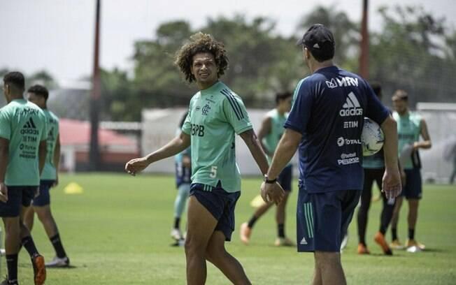 Willian Arão está no radar do Benfica