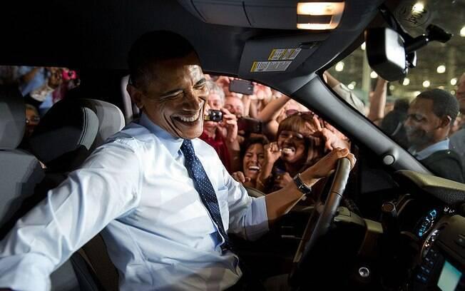 Presidente dos EUA é visto em carro passando por empregados de fábrica da Ford em Liberty, Missouri (20/9/2013)