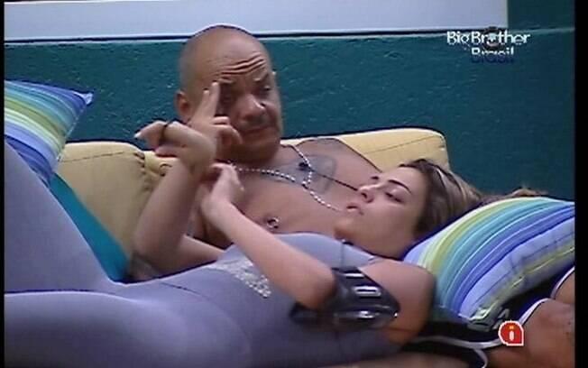 Monique e João Carvalho analisam integrantes do Quarto Praia