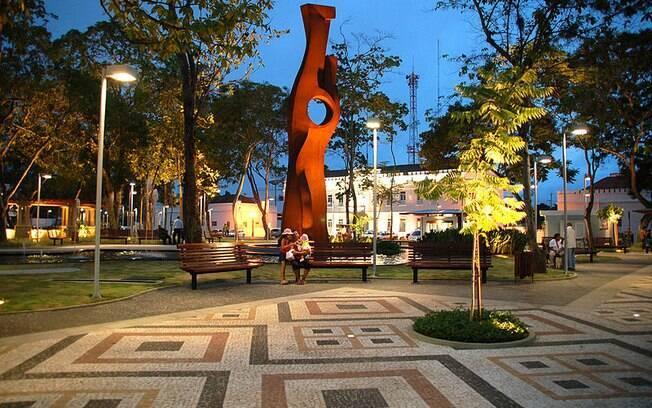 A Praça da Revolução, no centro de Rio Branco, recebe muitos jovens no período da noite e é o lugar preferido de Raissa