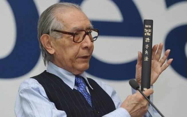 Considerado um político liberal e um economista desenvolvimentista, Velloso participou de diversos governos
