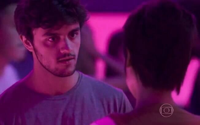 Leila pergunta a Jonatas se ele ainda ama Eliza.
