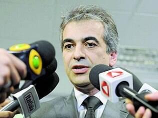 Secretário José Geraldo de Oliveira Prado em coletiva ontem