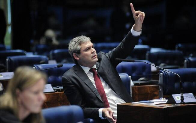 Lindbergh Farias foi condenado por improbidade administrativa quando ainda era prefeito de Nova Iguaçu, em 2007