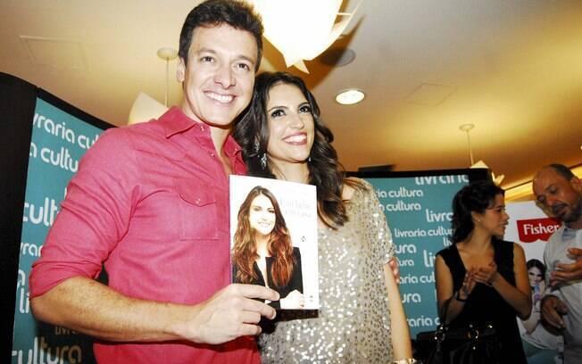 Chris Flores recebe Rodrigo Faro em lançamento de livro