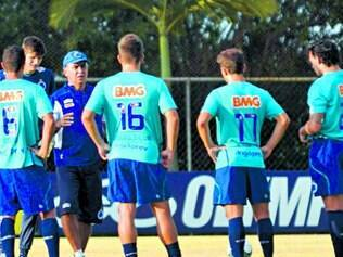 Força do grupo. Marcelo Oliveira precisará passar tranquilidade para o elenco nesse momento de pressão causado pela Libertadores