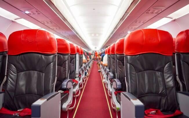 Antes da sua viagem de avião, planeje bem qual assento irá escolher, para não ter problemas durante o voo depois
