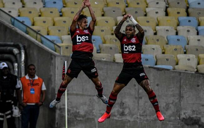 Michael e Gabigol celebram gol do Flamengo