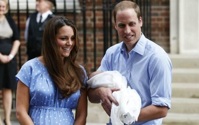 William também posou para as fotos com o filho nos braços