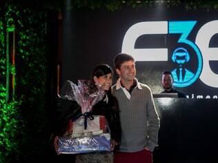 Os noivos Elisa e Fabrício viveram de perto a festa dos sonhos: iG presenteou o casal com cesta especial