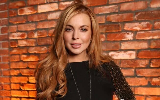 Paramédicos foram chamados por volta das 10h15 e levaram Lindsay Lohan às pressas para o hospital