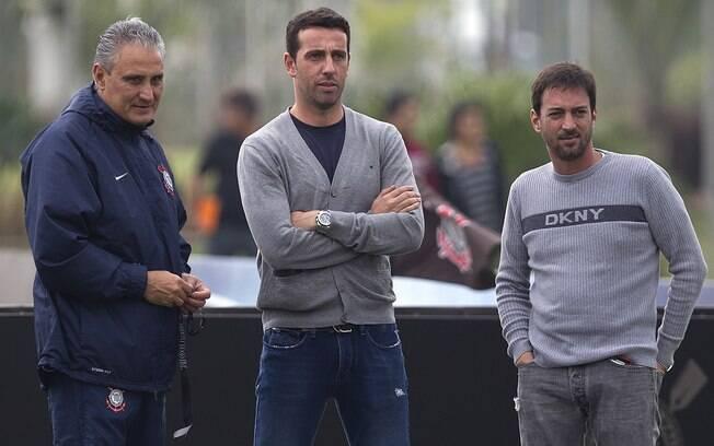 Tite, Edu Gaspar e Duílio Monteiro Alves em treino do Corinthians