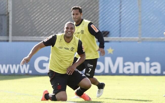 Adriano e Ibson durante rachão do Flamengo em  Porto Alegre