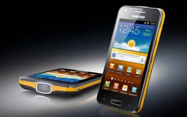 Lançado pela Samsung neste ano, Galaxy Beam custa R$ 1.700, conta com tela de 4 polegadas e projetor