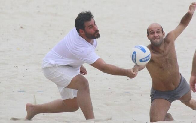 Thiago Lacerda joga vôlei na Barra da Tijuca