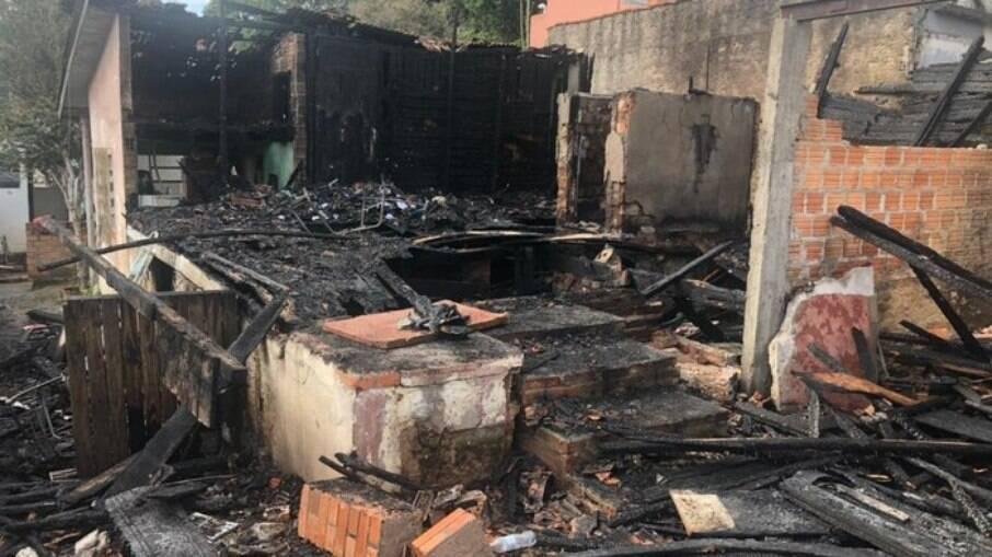 Homem morreu após incendiar casa de ex-mulher, em Porto Alegre