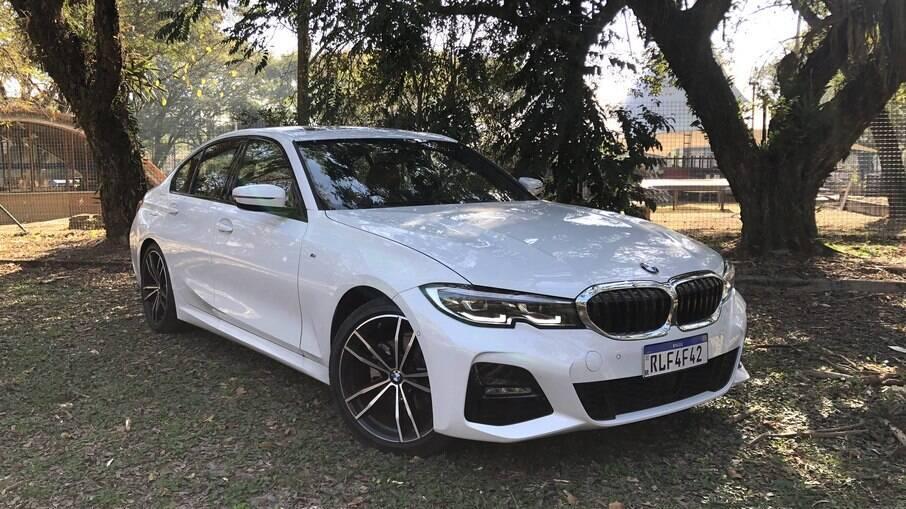 BMW 320i M Sport traz pacote esportivo inspirado na 'BMW Motorsport', o que inclui as rodas de aro 19 diamantadas