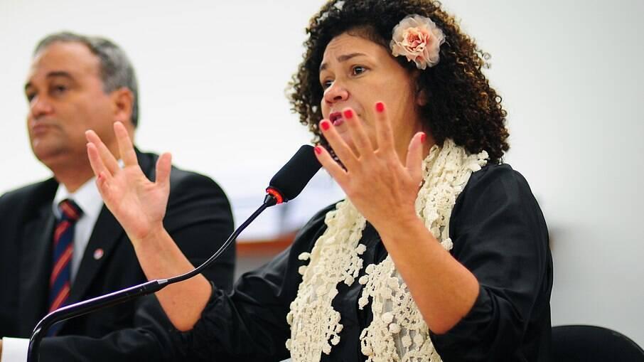 Deputada federal pelo PCdoB-AC, Perpétua Almeida foi interrompida por áudio vazado