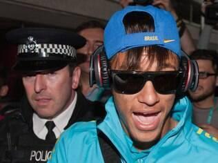 Neymar é fã dos fones da Beats