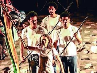"""Espetáculo. """"1961-2014, Ano VI"""", dirigida por Cida Falabella e Elisa Santana, é uma das peças que fará parte da programação da mostra"""