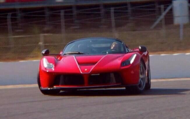 LaFerrari Aperta com o tetracampeão mundial de Fórmula 1, Sebastian Vettel ao volante