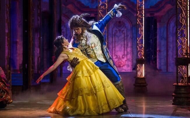 """Os espetáculos musicais da Disney Cruise Line são bem elaborados e um dos títulos disponíveis é """"A Bela e a Fera"""""""