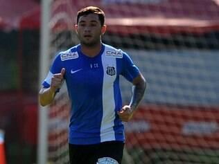jogador chileno sofre com um edema na musculatura abdominal profunda e realiza tratamento no departamento médico santista
