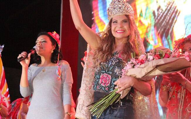 Elba Ramalho caracterizada de Ave Maria