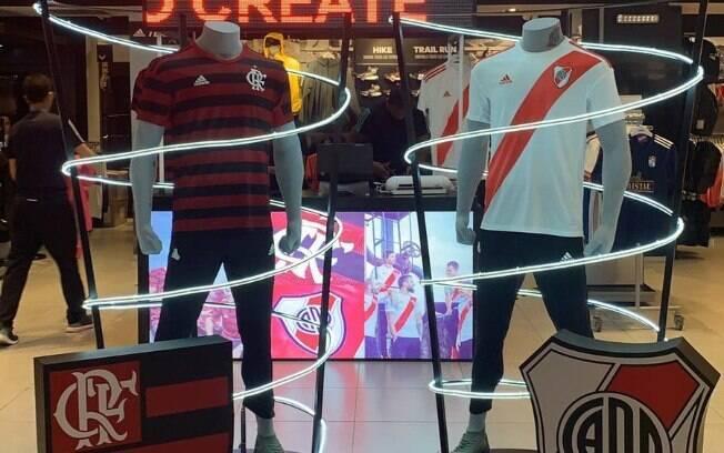 Loja da Adidas em Lima dando destaque para Flamengo e River Plate